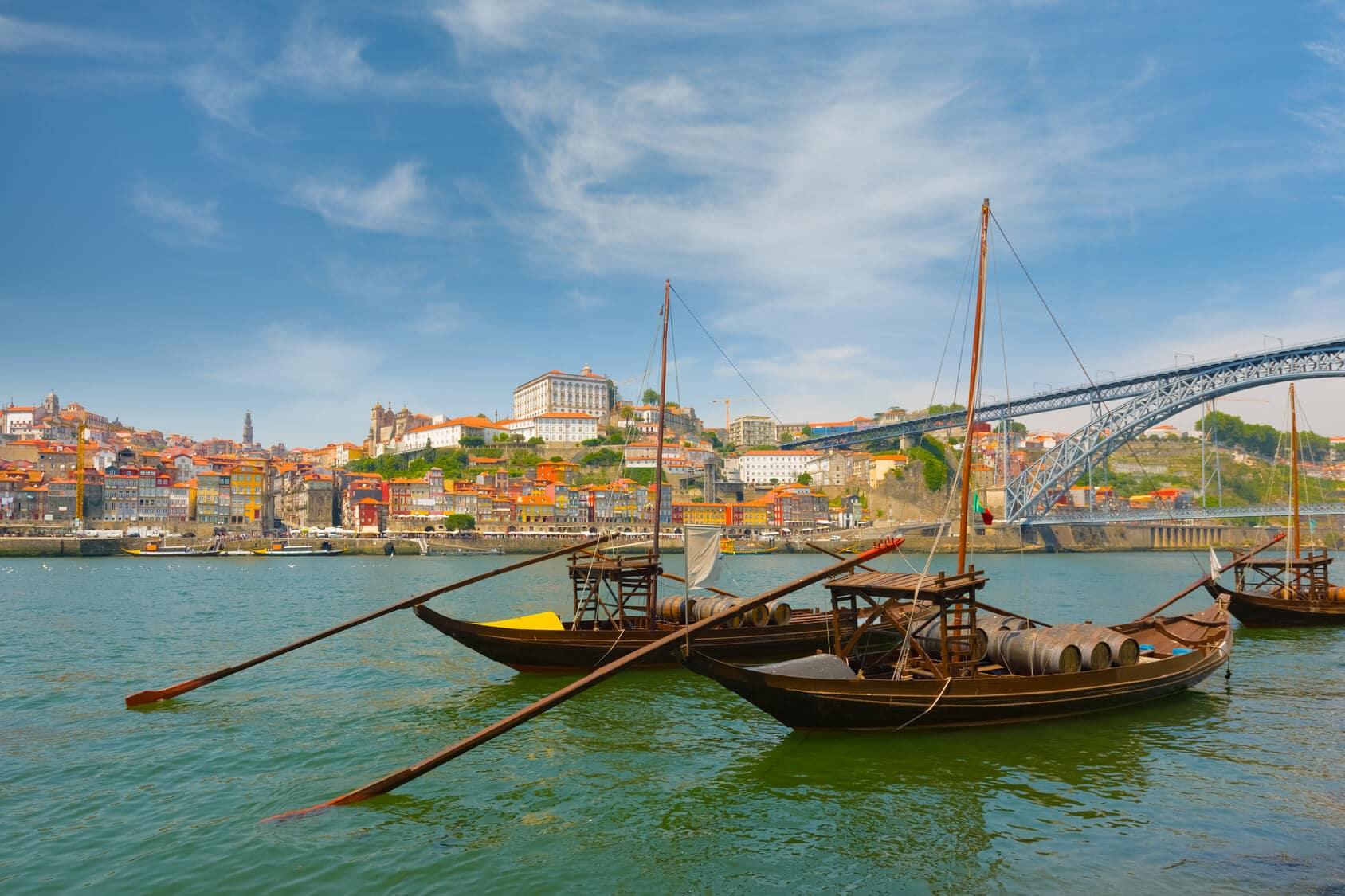 Barco e Rio no Porto