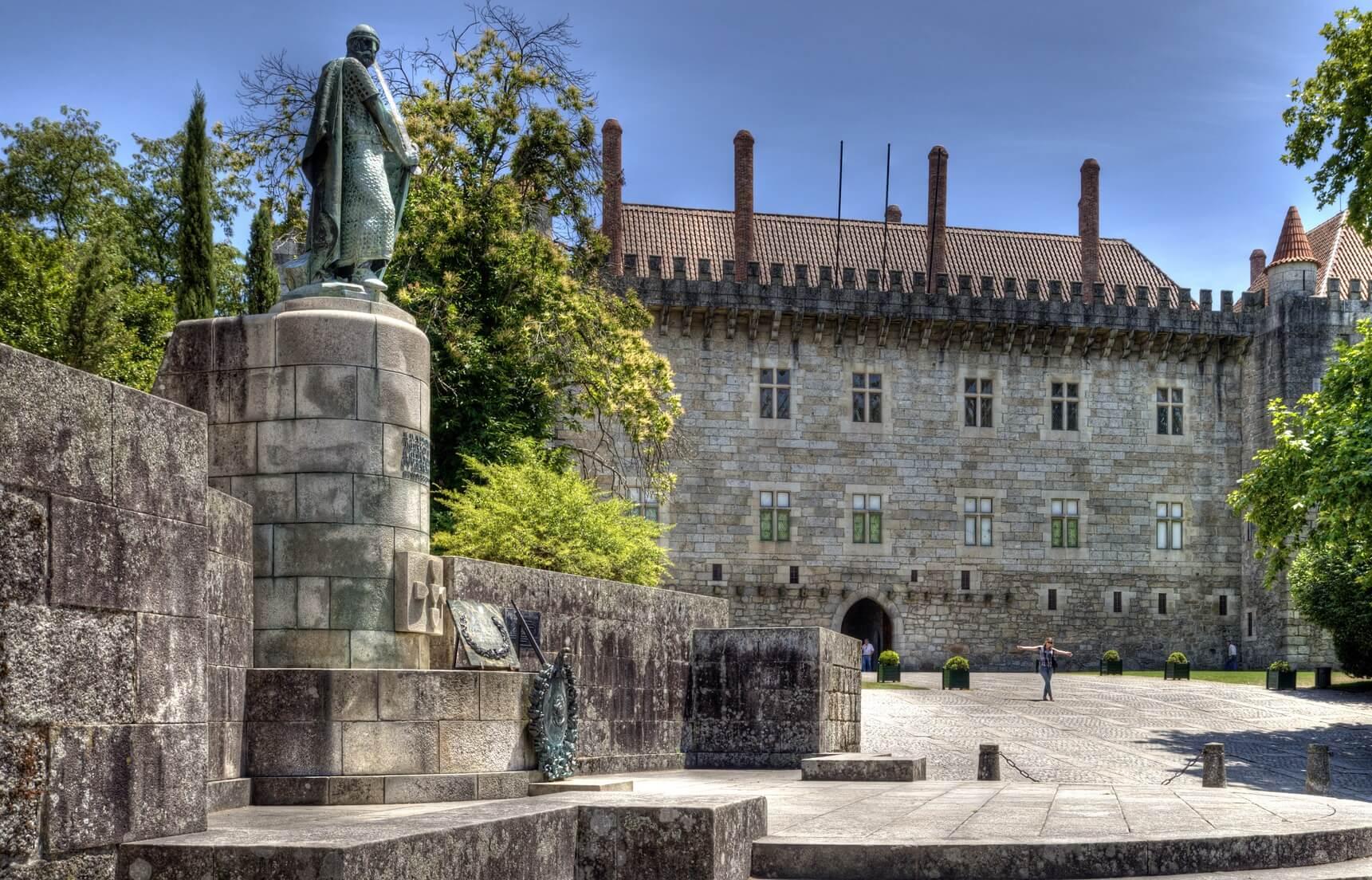 Visitas Guiadas Braga e Guimarães - Estátua D.Afonso Henriques