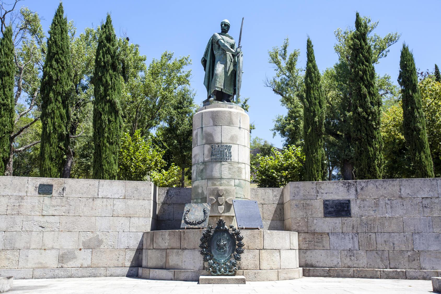 Visitas Guiadas Braga e Guimarães - Primeiro Rei de Portugal Estátua