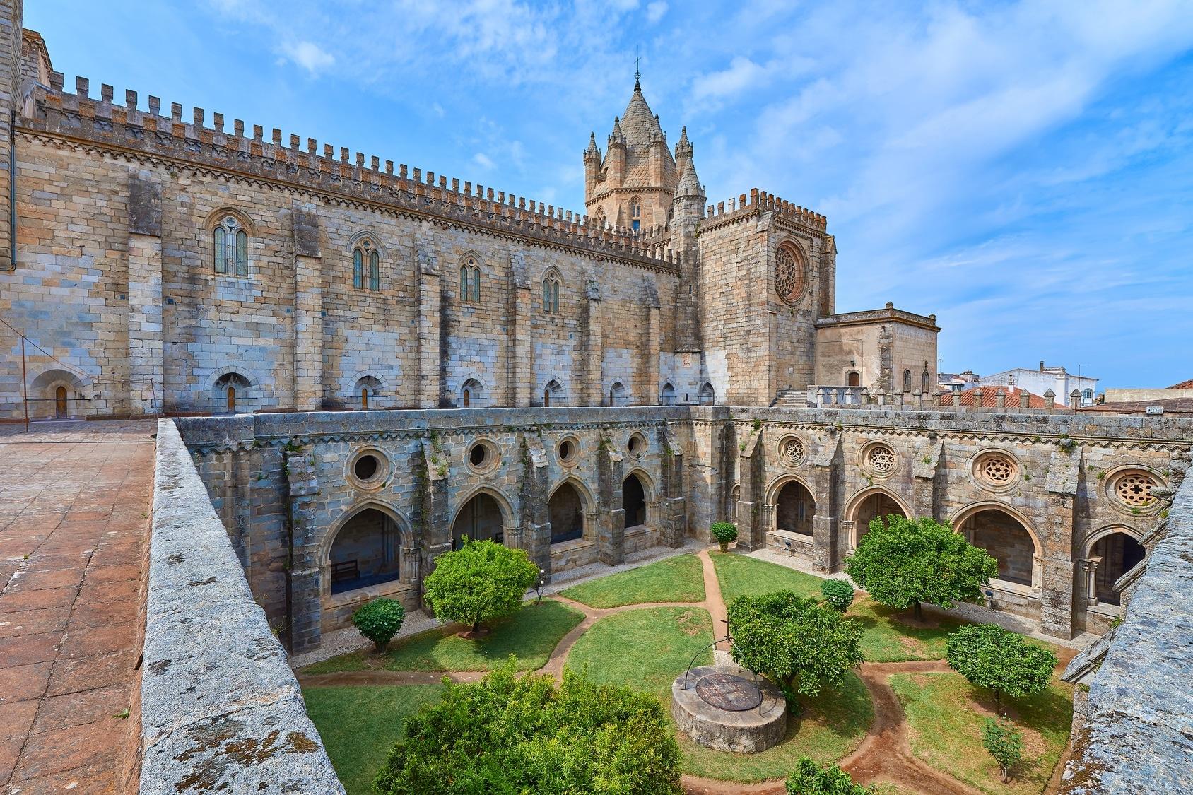 Visitas Guiadas Évora - Claustro Gótico da Catedral de Évora